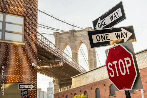 Papiers peints New York traffic signals at brooklyn bridge