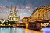 Köln Dom mit Brücke - 120809336