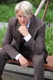 スーツ素材 男性モデル
