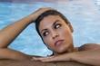 Mujer dentro del agua
