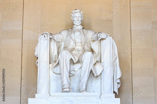 Abraham Lincoln monument in Washington Canvas Print