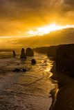 夕日に照らされるオーストラリア・グレートオーシャンロードの十二使徒