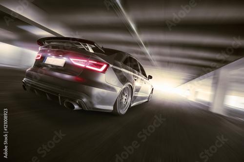 Plakat schnelles Auto im Tunnel