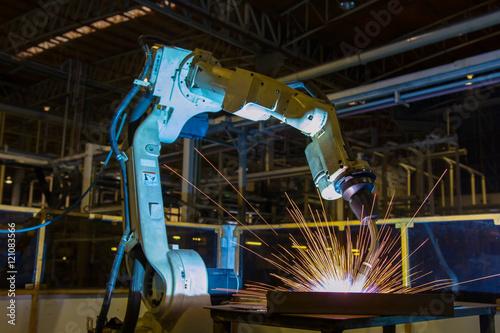 Poster Robot welding assembly automotive part