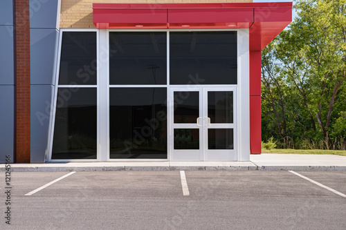 Unoccupied generic store front, business or professional office space. - 121245166