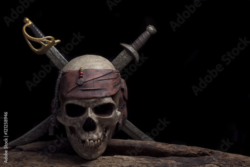 Foto op Aluminium Schip pirate skull with two swords
