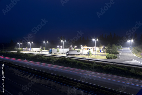 Keuken foto achterwand Nacht snelweg highway rest area at night Slovakia