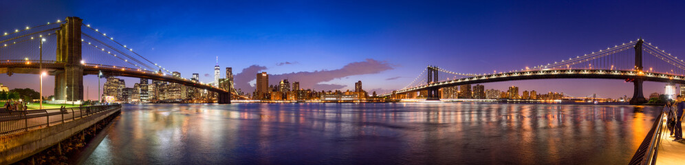 Manhattan Skyline Panorama mit Manhattan Bridge und Brooklyn Bridge © eyetronic