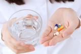 薬、錠剤、水、女性、手