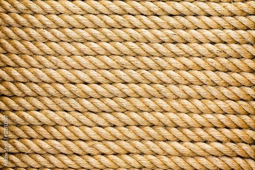 Aluminium Zeilen Neatly organised parallel strands of rope