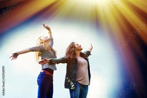 Poster Mädchen tanzen im Licht