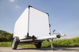 Auto oder Pkw Anhänger mit Anhängekupplung als Kastenanhänger zum Transportieren