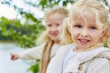 Porträt von zwei Mädchen