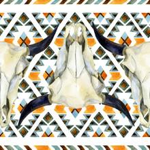 Geometrische ethnischen nahtlose Muster mit Kuh-Schädel