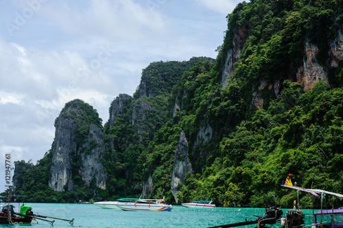 Poster Coastal cliffs on the beach of Koh, Thailand
