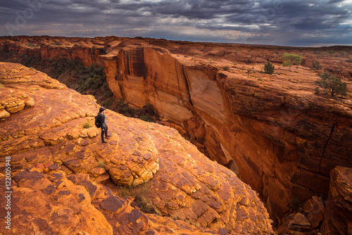 Foto op Plexiglas Oranje eclat A man travel in Kings canyon of Northern territory of Australia.