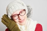Schöne junge Frau im Winter