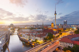 Fototapeta Berlin Panorama über die Spree mit Blick auf den Berliner Dom und Fernsehturm.