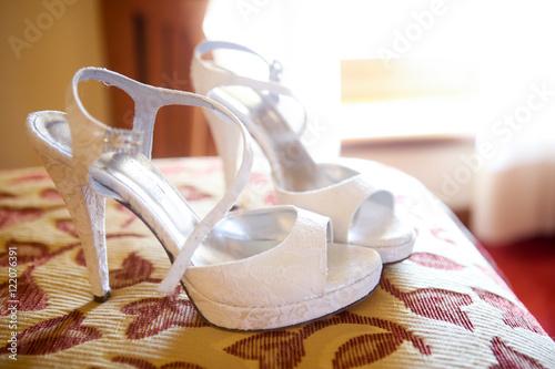 Bellissime scarpe bianche da sposa  Poster