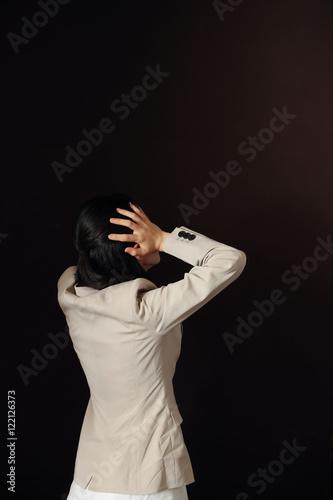 悩む女性・黒バック Canvas Print