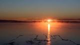 kış güneşi & gölde gündoğumu
