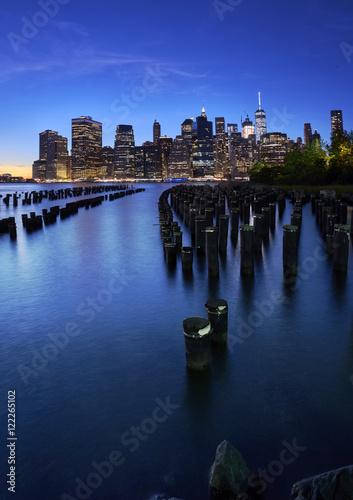 Poster Dusk Manhattan vertical panorama