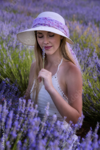 Poster, Tablou Teen woman in a lavender field