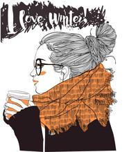 Joven y bella mujer con la taza de café