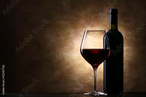 Poster ワインボトルと赤ワイン