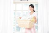 笑顔の女性 洗濯