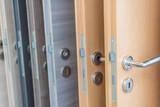 Innentüren auswählen, verschiedene Holzfurniere - 122495368