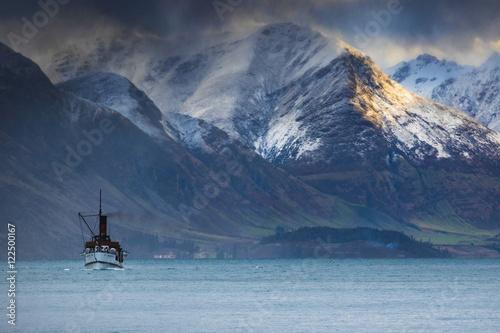 beautiful scenic of old steam engine boat in wakatipu lake queen - 122500167