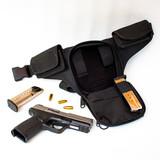 Pistola semiautomática disimulada en bolso de cintura