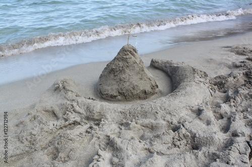 Poster Kinder bauen Sandburg am Meer