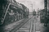 Stylizowany wizerunek starej lokomotywy parowej na stacji