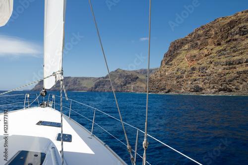 Deurstickers Canarische Eilanden Sailing on luxury yacht in Atlantic ocean near La Gomera Island in Spain.