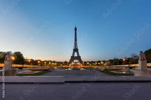 Foto op Plexiglas Eiffeltoren Sunrise in Eiffel Tower in Paris, France.