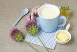 Natural remedy for flu: hot milk with honey and garlic. - 123016738