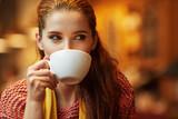 Fototapety Autumn woman in a restaurant