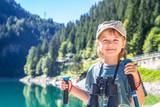 giovane escursionista in montagna
