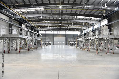 Staande foto Industrial geb. New industrial warehouse