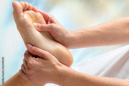 Deurstickers Pedicure Reflexologist doing treatment on foot.