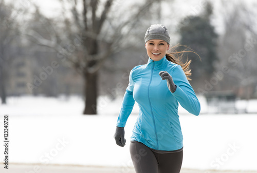 Fotobehang Hardlopen Woman Running in Winter