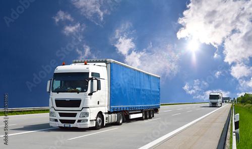 Fototapeta Transport von Waren mit einem LKW