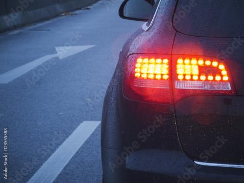 brake light and arrow - 123555598