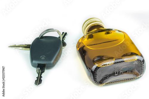 Poster Zündschlüssel für ein Auto und eine Flasche Schnaps