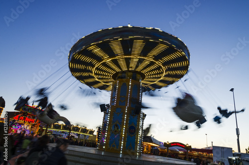 Tuinposter Amusementspark Ketten-Karussell