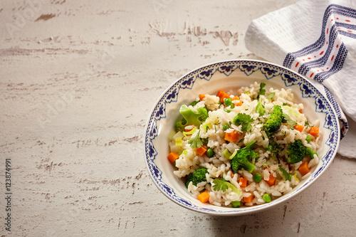 Single serving of risotto rise bus broccoli