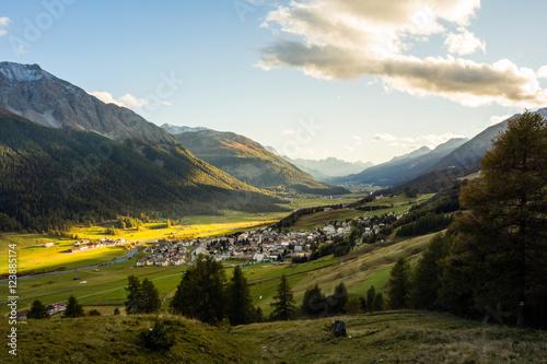 Billede Zuoz bei Sonnenuntergang, Oberengadin, Graubünden, Schweiz