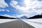 冬のカナディアン・ロッキーの道